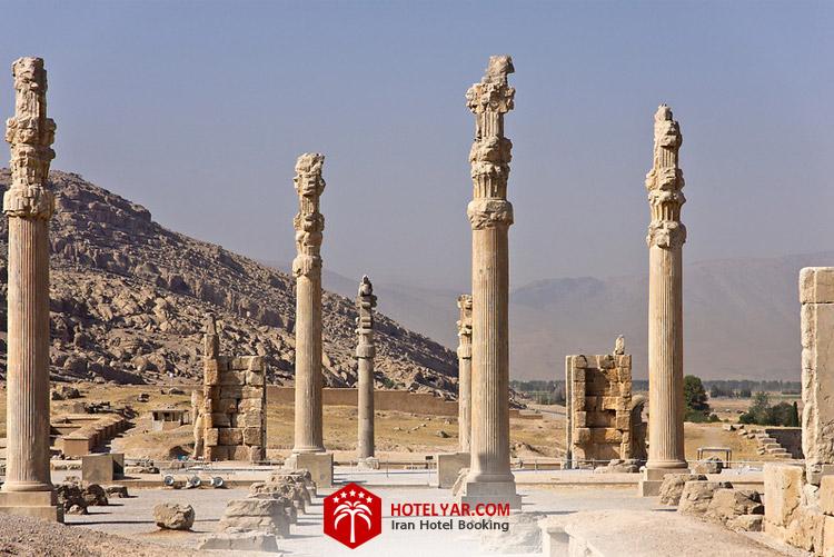 کاخ آپادانا از قدیمی ترین کاخ های تخت جمشید در شیراز