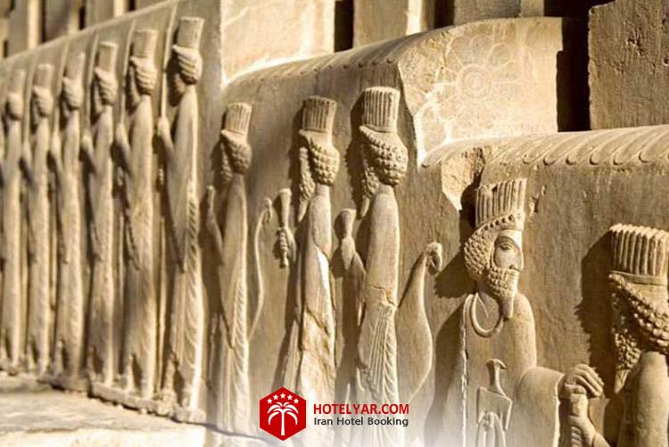 کاخ سه در یا تالار شورا تخت جمشید شیراز