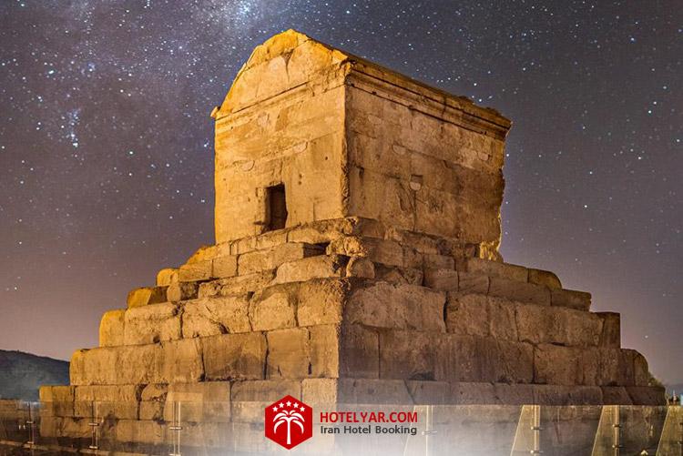 آرامگاه کوروش بزرگ ، پاسارگاد در نزدیکی تخت جمشید شیراز