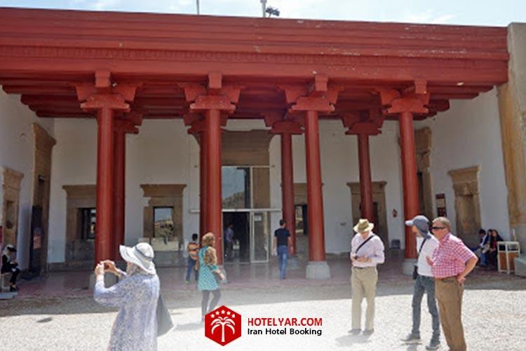 کاخ ملکه تخت جمشید در شیراز که به عنوان موزه مجموعه