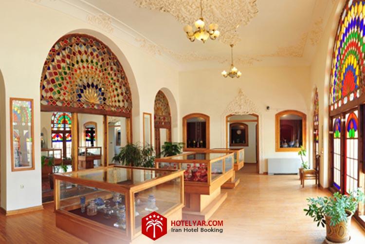 فضای داخلی موزه قاجاریه تبریز، از جاهای دیدنی این شهر