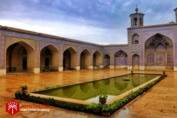 حوض زیبای مسجد نصیرالملک شیراز که از جذابیت های این مجموعه است