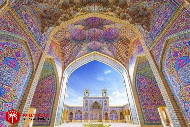 طاق مروارید  مسجد نصیرالملک شیراز همراه با مقرنس کاری