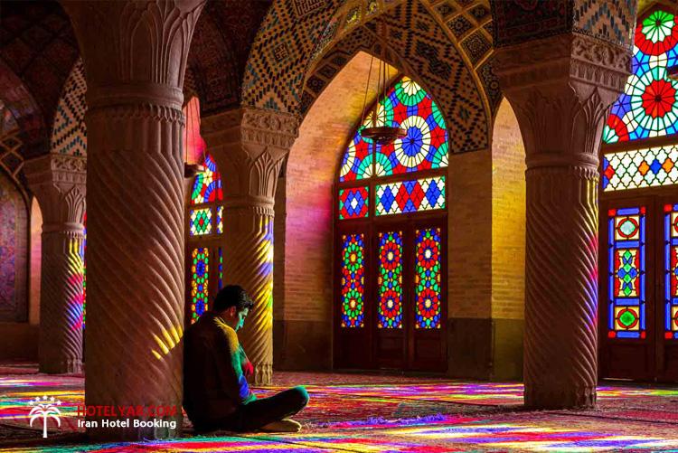 مسافران و بازدید کنندگان صورتی ترین مسجد ایران مسجد نصیرالملک شیراز