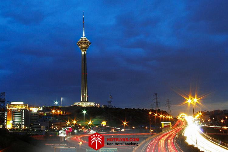 تصویر برج میلاد تهران در شب