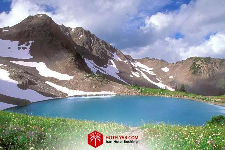 تصویر رشته کوه دنا و درایچه زیبا کنار آن