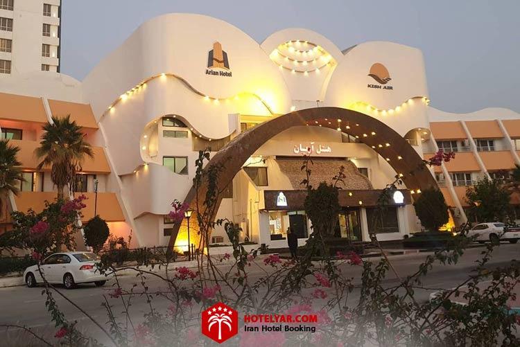 ساختمان هتل 4 ستاره آریان در شب